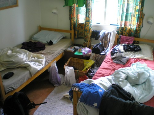 Den, för denna resan, klassiska torka-kläder-i-vandrarhemmet-explosionen har inträffat