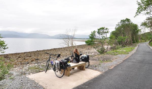 Finfin lunchpaus längs cykelvägen som följde väg A828.