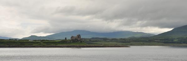 Duart Castle på Mull sett från färjan mot Lochboisdale.