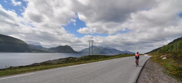 Längs södra kusten av Otrøya, bra vägar fria från bilar och med en helt OK utsikt!