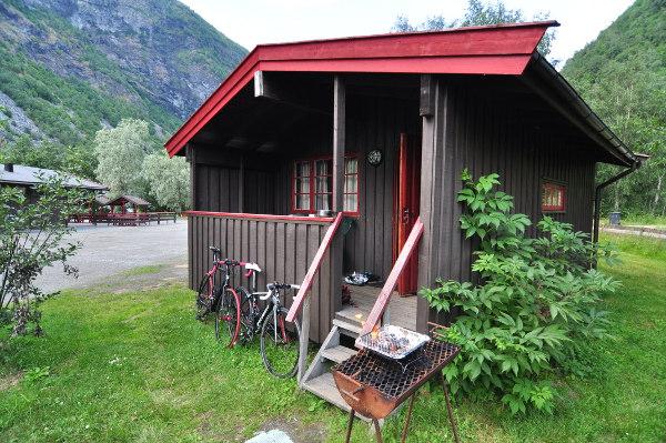 Vår enklaste och billigaste stuga hittills, på Utladalen Camping. Trevlig och funktionell!