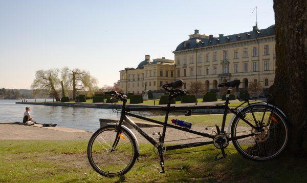 """Vår Orbit Routier Sport 26"""" på premiärturen, vid Drottningholms slott för en glasspaus."""