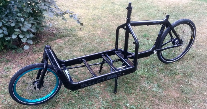 Nu börjar bygget ta form. Hjulen klara och monterade. Inga bromsar eller drivlina men det är ju sekundärt... Driveless brakeless är det nya svarta!